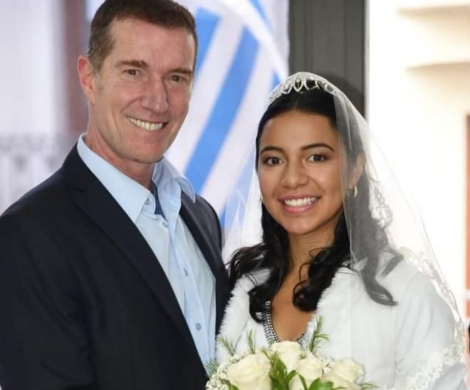 ator de 'A Usurpadora', se casa com namorada bem mais nova