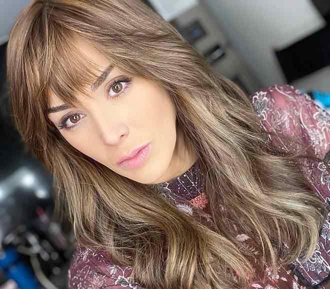 Jacqueline Bracamontes muda o visual para voltar à atuação
