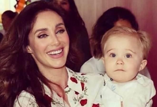 Anahí relembra sucesso do RBD é emociona filho