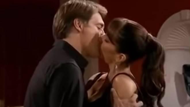 Quando Me Apaixono: Marina beija Jerônimo e eles começam a namorar