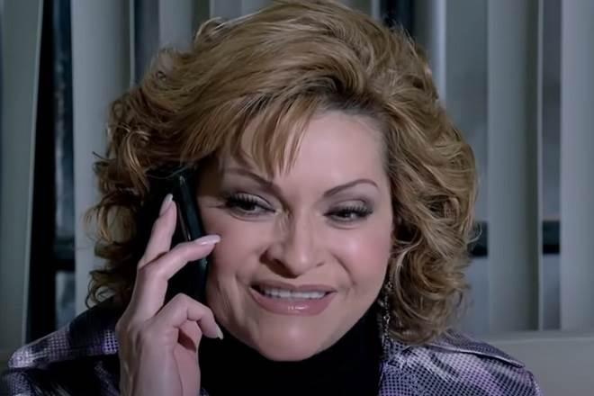Quando Me Apaixono: Josefina fica feliz com desgraça de Renata