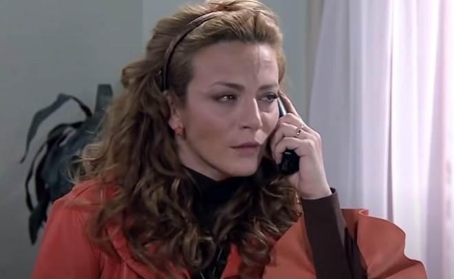 Quando Me Apaixono: Após descobrir que Jerônimo não foi embora com Marina Renata se desespera
